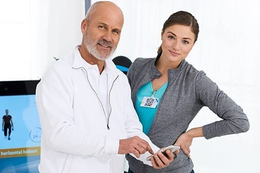 Therapist and patient use the fully connected Pixformance app after training at the digital Pixformance station