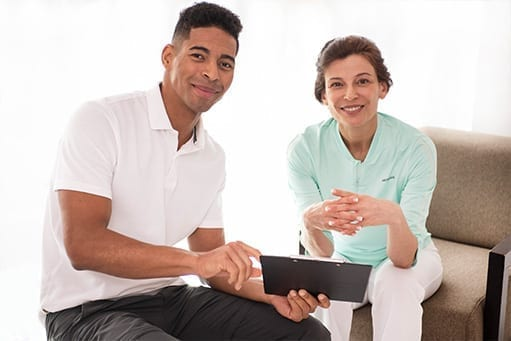 Digital offerings for patients and therapists. Overview of therapy progress on a tablet.